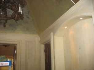 Silver leaf ceiling with harliquin strie walls